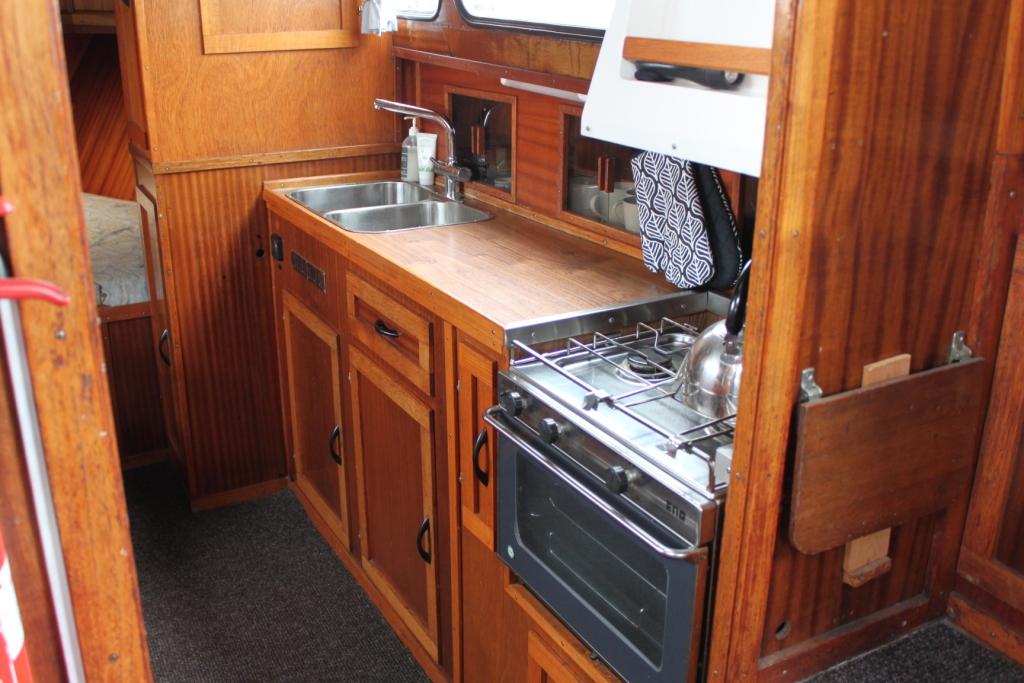 Pamla 37 motorbåd kanalbåd husbåd (36)