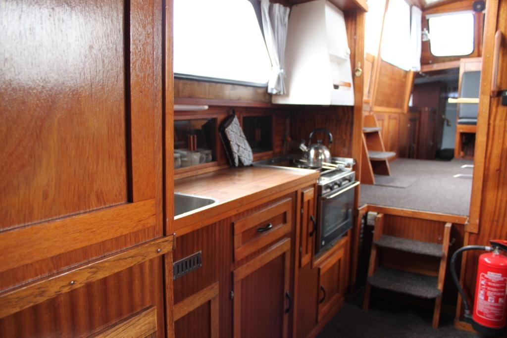 Pamla 37 motorbåd kanalbåd husbåd (40)