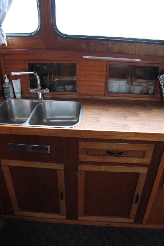 Pamla 37 motorbåd kanalbåd husbåd (42)
